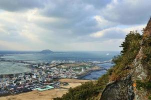 den fantastiska utsikten från vulkanen ilchulbong. Jeju Island, Sydkorea foto
