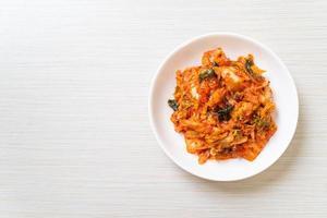 kimchi-kål på tallriken foto
