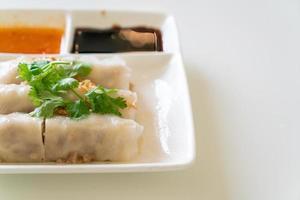 kinesiska ångade risnudlar med krabba foto
