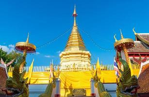 wat phra som doi kham-templet på det gyllene berget foto