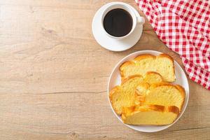 sötpotatisbröd med kaffe foto