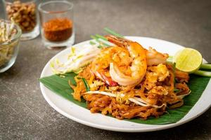 pad thai - stekt risnudlar foto