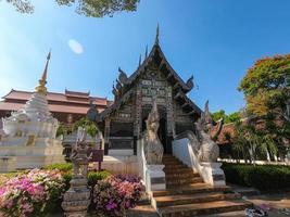 wat chedi luang varavihara vid Chiang Mai i Thailand. foto