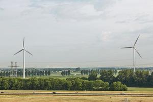 väderkvarnar som vindkraftverk i Nederländerna foto