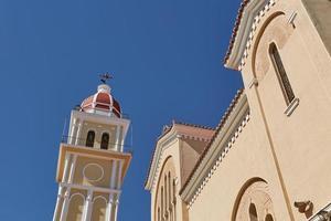 utsikt över rådhuset och kyrkan Saint Dionysios, ön Zakynthos, Grekland foto
