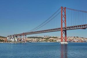 25 april bron i Lissabon, Portugal foto