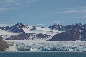 kustlandskap nära Ny Ålesund på Spitsbergen foto