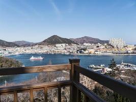 stort skepp i Bay of Yeosu City. Sydkorea foto