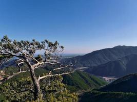 vy till koreanska bergen vid Seoraksan foto