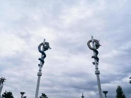 drakar på pelare. sokcho stad, Sydkorea foto