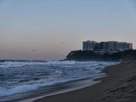 Visa till lottehotell från Sokcho Beach. Sydkorea foto