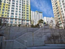bostadsområde i staden Yeosu, Sydkorea foto