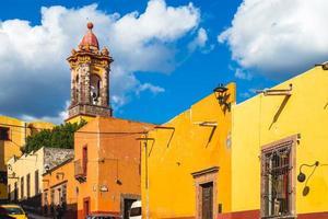 kupolen till nunnornas kyrka i San Miguel de Allende i Mexiko foto