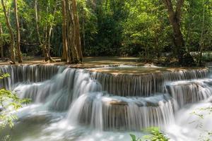 huai mae khamin vattenfall vid kanchanaburi, thailand, vackert vattenfall foto