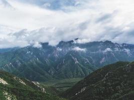 vacker panorama från bergstoppen. Seoraksan National Park, Sydkorea foto