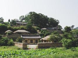asiatiska hus i den traditionella byn, Sydkorea foto