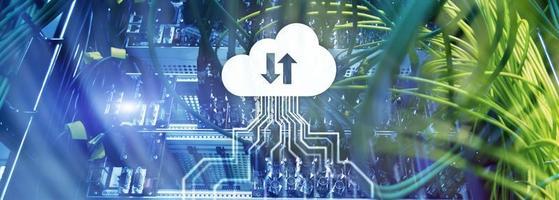 molnserver och databehandling, datalagring och bearbetning. internet och teknik koncept. foto