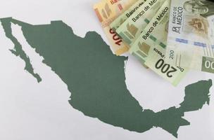 fotografering för ekonomi och finans teman med mexikanska pengar foto