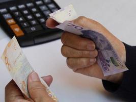 fotografering för ekonomi och finans teman med svenska pengar foto