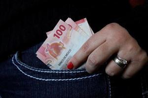 ekonomi och finans med mexikanska pengar foto