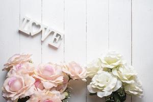 bröllopsblommabakgrund på vitt trä foto