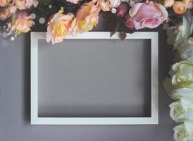 ram med blommor blommig bakgrund med kopia utrymme foto