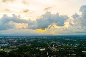 hatt yai stad med skymningshimmel vid Songkhla i Thailand foto