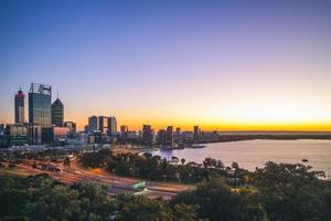 perth skyline i västra australien foto