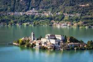 den världsberömda Orta San Giulio Island, norra Italien foto