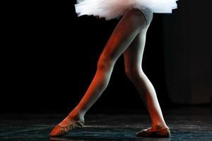 ben av en ballerina foto