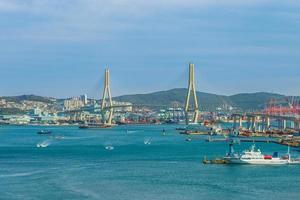 busan hamn och bro vid busan i Sydkorea foto