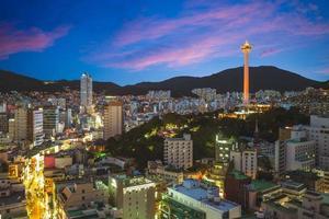 nattsikt över Busan i Sydkorea foto