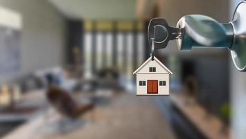 öppen dörr med nyckel i nyckelhålet till modern inredning i vardagsrummet foto