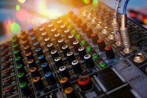 ljud ljud mixer analog i ljudkontrollrummet foto