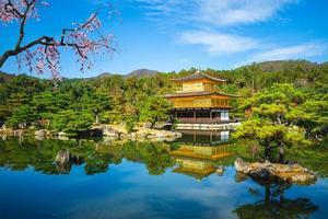 kinkakuji på rokuonji aka gyllene paviljongen i kyoto, japan foto