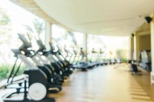 abstrakt suddighet och defokuserad träningsutrustning och gym foto