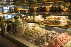 underbara desserter i konditoriet foto