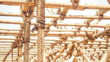 bambupanel med en repbunden konstruktionsidé för hållbar miljögrön värld. foto