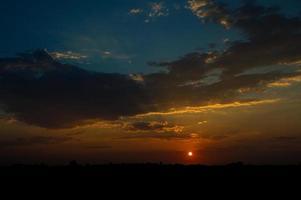 vacker solnedgång himmel med moln. abstrakt himmel. foto