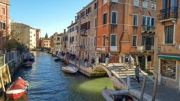 fondamenta de la cazziola, santa croce street, ponte de la cazziola venezia 2019 foto