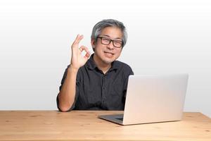 arbetande asiatisk man foto