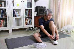 asiatisk man träning foto