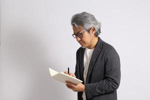 asiatisk man isolerad foto