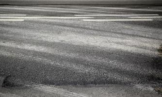 hjulspår på gatan foto