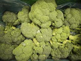 broccoli i grönsakshandlare foto