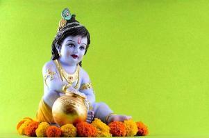hinduisk gud krishna på grön bakgrund foto