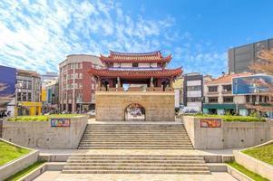 fasadvy av dueng-men gate i hsinchu, taiwan foto