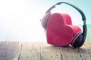 hjärta presentförpackning bär hörlurar foto