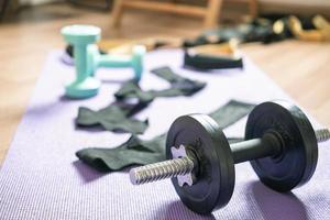 hantlar i träning i hemmet foto