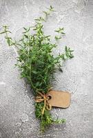 kök ört av grön timjan foto